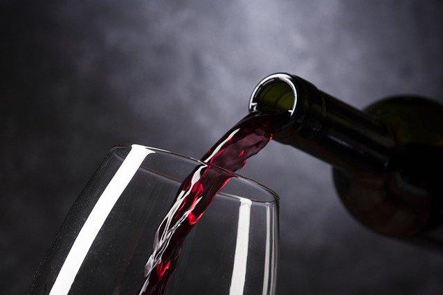 Quels sont les conseils à suivre pour investir dans le vin quand on débute?