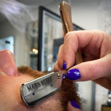 La shavette : un accessoire incontournable pour un barbu