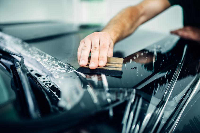 Poser un film de protection pour carrosserie pour préserver son véhicule